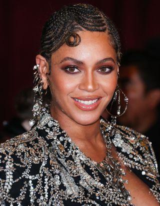 Beyoncé fête ses 38 ans : retour sur son évolution capillaire