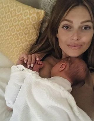 Caroline Receveur dévoile son corps post-grossesse, et elle est sublime