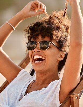 Cheveux : 6 erreurs que l'on fait toutes à la plage