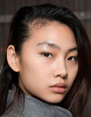 Cheveux : pourquoi a-t-on davantage de pellicules en confinement ?