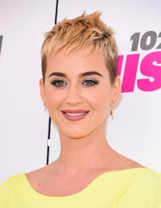Katy Perry explique pourquoi elle a coupé ses cheveux et ne veut plus les laisser repousser