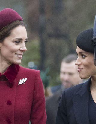 L'étrange raison qui pousse Kate Middleton à détacher ses cheveux plus souvent que Meghan Markle
