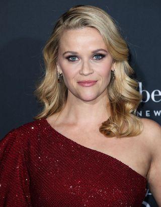 Reese Witherspoon affiche ses premiers cheveux blancs fièrement