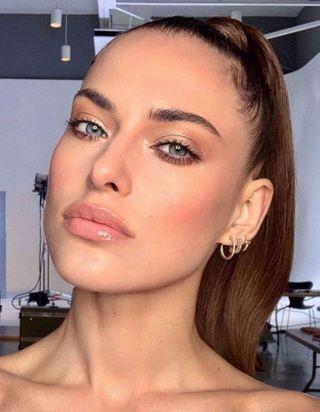 Comment changer la forme de son visage grâce à son blush ?