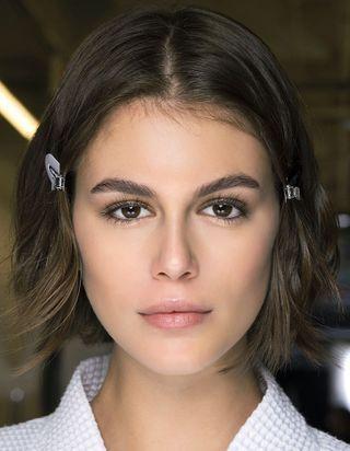 Comment changer la forme de votre visage avec les sourcils ?