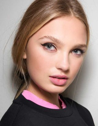 Maquillage : coup de foudre pour la poudre libre