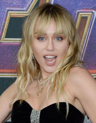 Miley Cyrus se fait tatouer deux fois en vingt-quatre heures