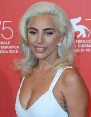 Sans maquillage, Lady Gaga se met à nu sur Instagram