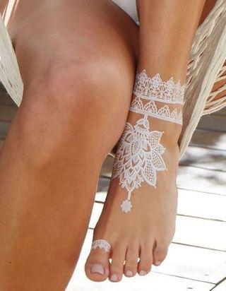 15 tatouages blancs pour sublimer notre peau hâlée cet été