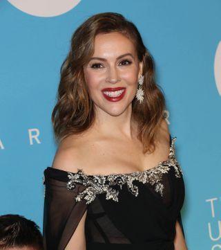 Alyssa Milano poste un cliché d'elle canon et surprend les fans de Charmed
