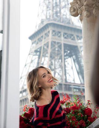 Exclu : Natalie Portman joue la Parisienne pour le nouveau rouge Dior
