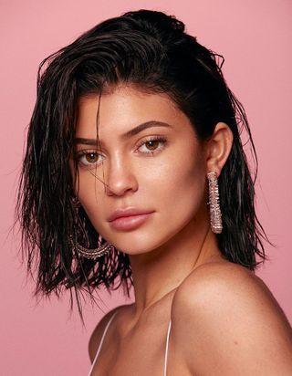 Kylie Jenner : « mes sœurs et ma mère sont mes icônes beauté »