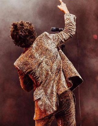 Vous ne devinerez jamais quel chanteur est sur le point de lancer sa marque de beauté