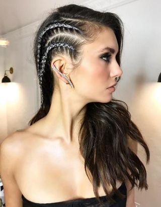 Glitter braid : la coiffure brillante pour les fêtes