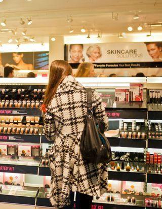 Depuis la crise sanitaire, les Françaises achètent de moins en moins de maquillage
