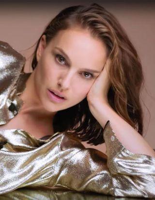 Natalie Portman ultra sensuelle pour le nouveau fond de teint Dior