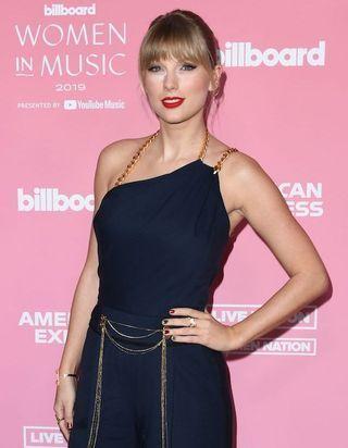 Taylor Swift, Rihanna... Les célébrités adoptent la tendance beauté « Skittles »