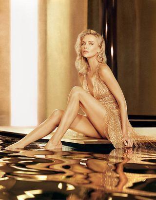 Charlize Theron, sublime muse du parfum « J'adore Absolu » de Dior
