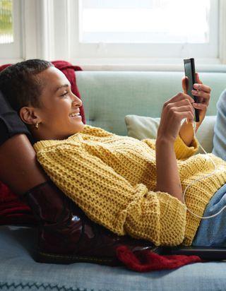 Clarins propose des consultations beauté gratuites par téléphone
