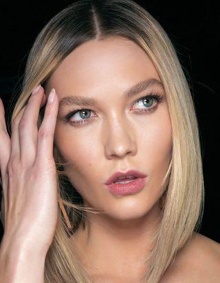 Massage des yeux : les bons gestes pour se masser le contour de l'œil