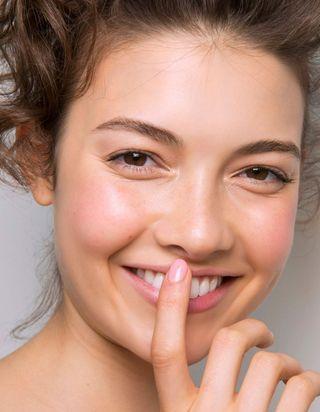 Peut on utiliser son contour des yeux autour des lèvres ?