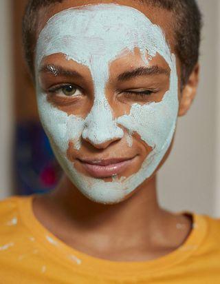 Vrai / faux : les idées reçues sur l'acné