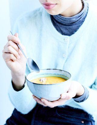 Soupe de butternut à la mangue et au beurre d'amande