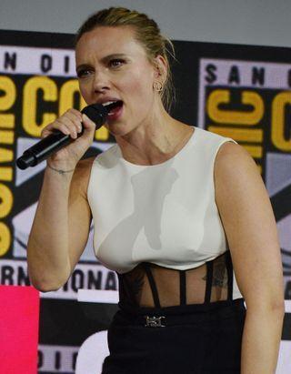 Iron Man 2 : Scarlett Johansson critique l'hypersexualisation de son personnage