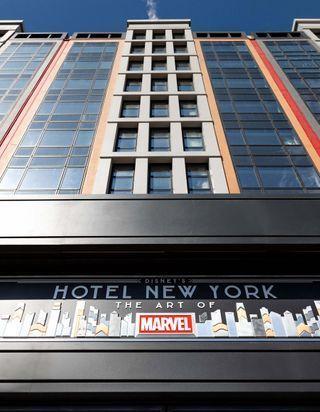 Découvrez l'hôtel New York – The Art of Marvel, le nouveau refuge des superhéros à Disneyland Paris