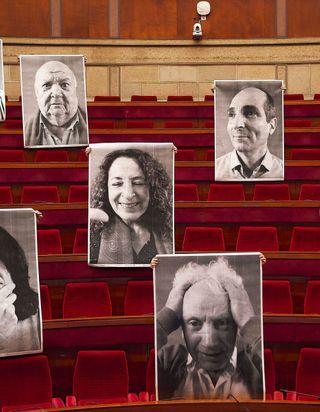 JR de retour à Paris : l'artiste expose de nouveaux portraits au Palais d'Iéna