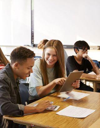 JoeyStarr et Soprano aident les lycéens et collégiens à réviser sur Studytracks