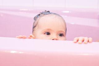 Ces bébés qui prennent leur bain vont vous faire craquer
