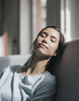 Pourquoi vous devriez tester la micro-sieste