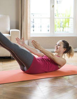 Avec MyQee x ELLE : 3 mois de yoga gratuit à domicile