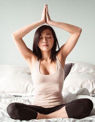 5 postures de yoga pour bien dormir et passer une bonne nuit