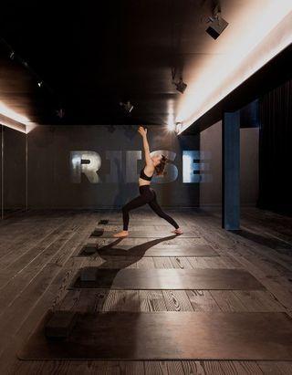 J'ai testé : Riise, le cours de yoga intensif dans le noir