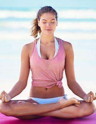 Comme les filles healthy, mettez-vous au Kundalini yoga