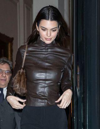 Kendall Jenner adore porter ces pulls que l'on va toutes arborer cet hiver