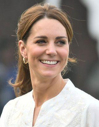 Le look décontracté de Kate Middleton lors d'une visite associative