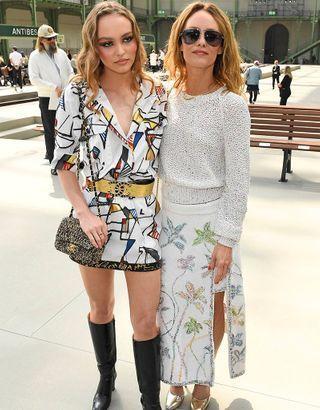 Chanel Croisière : Lily-Rose Depp et Vanessa Paradis au premier défilé sans Karl Lagerfeld
