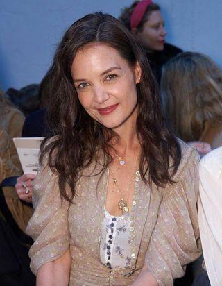 Katie Holmes, Tina Kunakey, Carla Bruni : défilé de stars à la Fashion Week de Paris