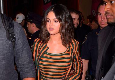 Selena Gomez passe du court au long et change de couleur de cheveux
