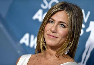 Jennifer Aniston dévoile son astuce belle peau avant une soirée