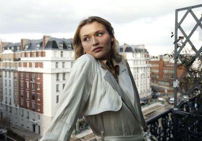In A Moment : la nouvelle collection Tod's commentée par Chloé Lecareux
