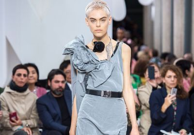 63d5c27720a Article similaire à Défilé Chanel Prêt à porter printemps-été 2019
