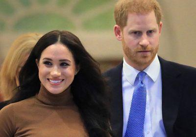 Après les scandales, Meghan et Harry se retirent progressivement de la vie royale publique, la reine réagit