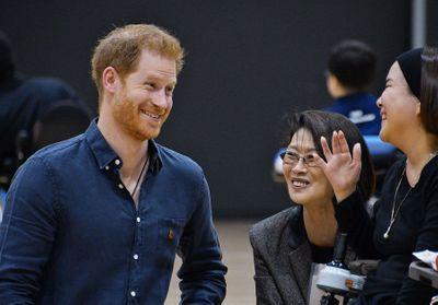 Dragué par une Japonaise, le prince Harry prouve sa fidélité à Meghan Markle