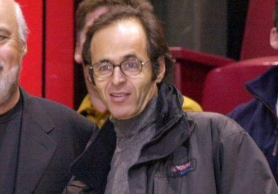 Jean-Jacques Goldman rend hommage aux héros du quotidien en chanson