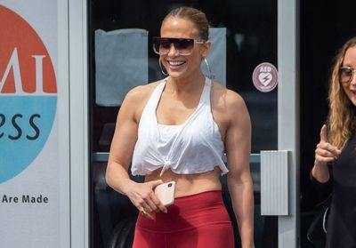 Jennifer Lopez se fait une manucure pendant le confinement et bat un nouveau record