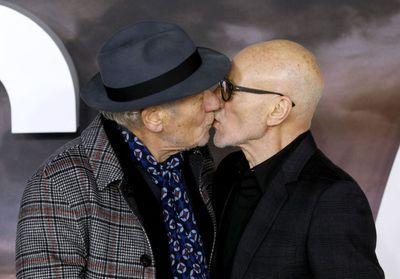 L'image touchante de Patrick Stewart et Ian McKellen qui s'embrassent à l'avant-première de « Star Trek : Picard »